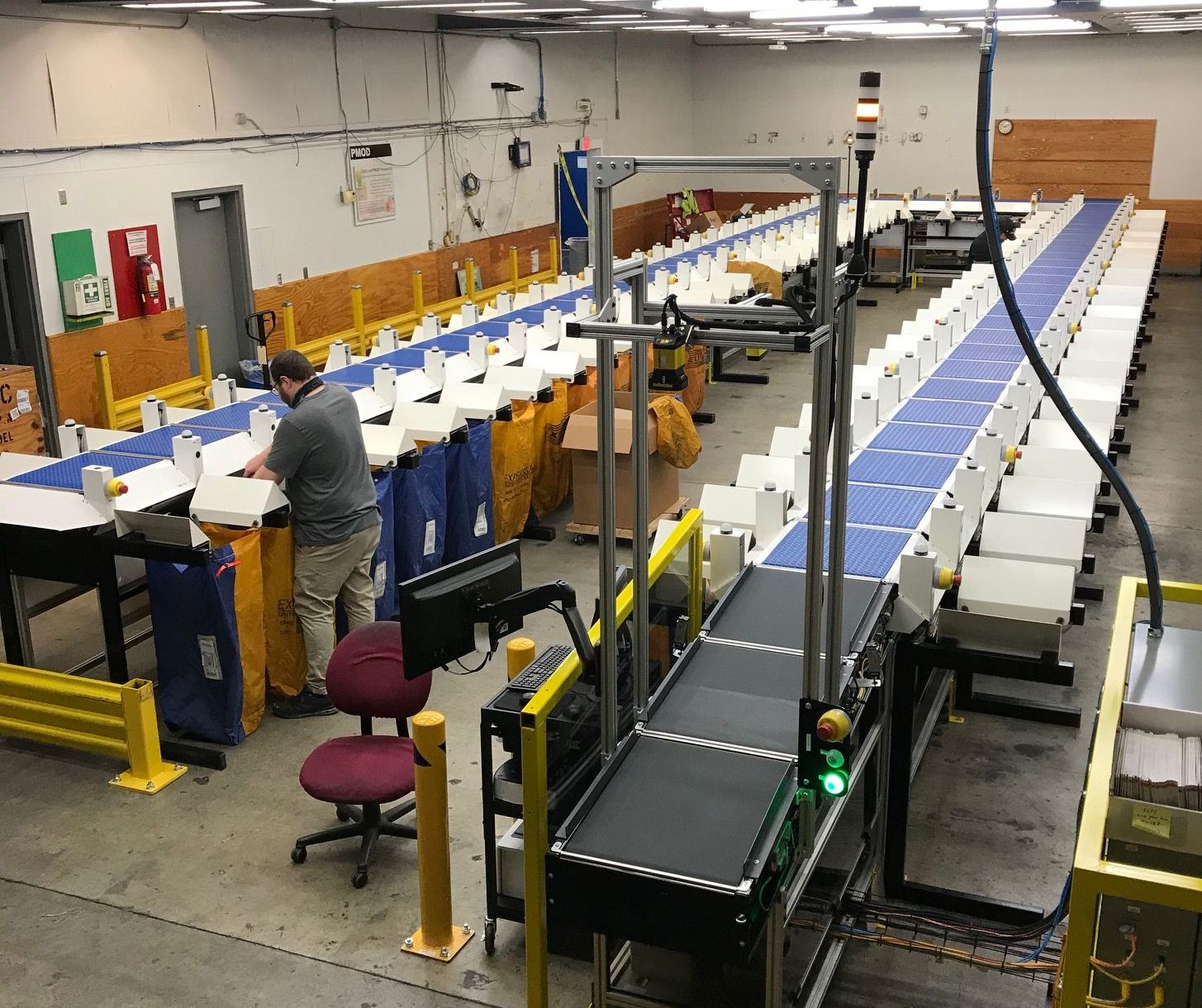 Sorter provides large capacity in minimum space